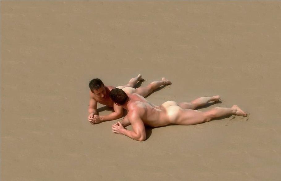 гифка где голый мужик улетает с пирса колледжа