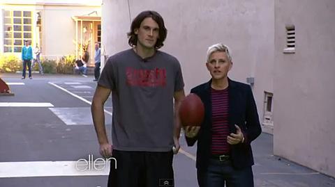 Chris Kluwe with Ellen Degeneris-Ellen-Punt